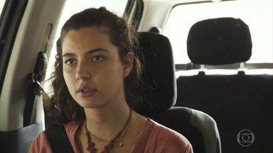 Rita insiste que Rui procure uma delegacia - Rui tranquiliza a jovem e sugere que eles sigam para Caxias para descansar antes de denunciar o sequestro