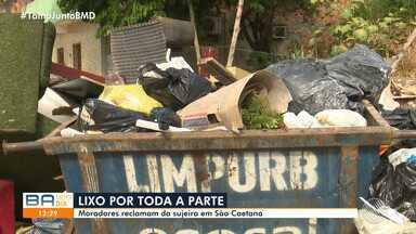 Moradores de São Caetano reclamam do lixo espalhados pelas ruas - Situação se repete em São João do Cabrito e Plataforma