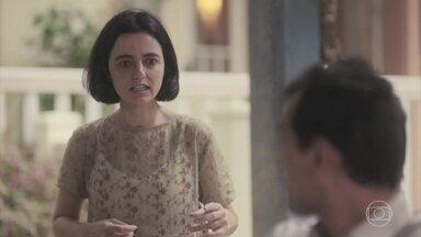 Justina escuta Zeca falar o nome de Adelaide e entra em crise - Olga quer que a prima retorne para São Paulo, mas Zeca diz que ela vai ficar em Itapetininga
