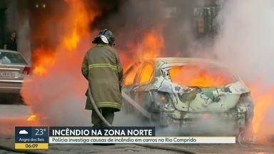 Polícia investiga as causas de incêndio que destruiu três carros no Rio Comprido - A Polícia está investigando do incêndio que destruiu três carros no Rio Comprido na madrugada desta sexta-feira (6).