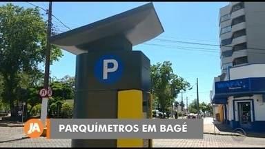 Parquímetros do novo estacionamento rotativo são instalados em Bagé - Assista ao vídeo.