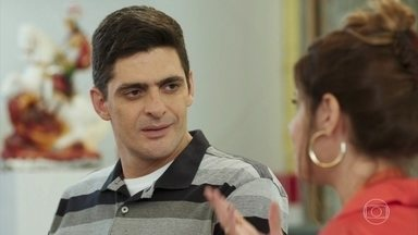 Marco e Carla planejam sua festa de casamento - Carla garante que não é necessário fazer uma celebração cara, mas Marco faz questão de fazer uma festança e ter uma lua de mel dos sonhos