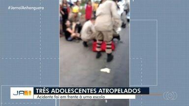 Adolescentes atropelado em acidente em frente a escola continua internado em Goiânia - Ao todo, três foram feridos no acidente.
