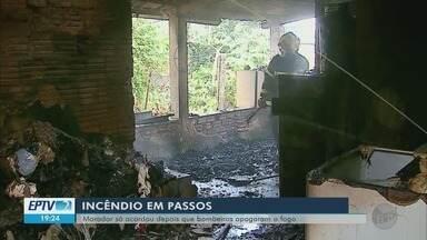 Fogo atinge casa em Passos; ninguém fica ferido - Fogo atinge casa em Passos; ninguém fica ferido