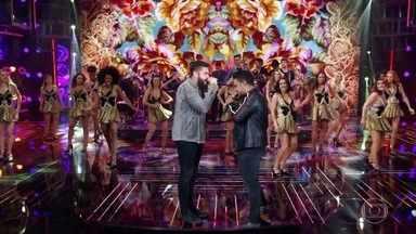 Henrique e Juliano cantam 'Liberdade Provisória' - A dupla apresenta seu novo sucesso no palco do 'Domingão'