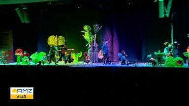 Voluntários se preparam para espetáculo 'Um Sonho de Natal', em Manaus - Espetáculo é realizado pela Nova Igreja Batista.