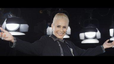 Episódio 10 - No fim da vida, Hebe vive grandes momentos: volta a cantar, concede entrevista a Marília Gabriela e homenageada por Faustão. A vida de Hebe se funde então com a história da TV.