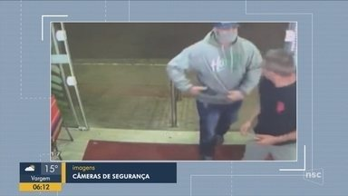 Giro de notícias: Câmeras flagram homens assaltando mercado em Florianópolis - Giro de notícias: Câmeras flagram homens assaltando mercado em Florianópolis
