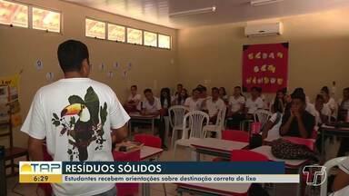 Estudantes recebem orientações sobre destinação correta de resíduos sólidos, em Santarém - Estímulo à reciclagem e também ao uso da compra é para melhorar o ambiente escolar.