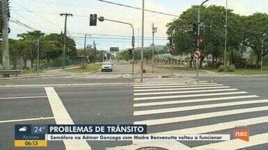 Semáforo em rua de Florianópolis volta a funcionar após causar problemas no trânsito - Semáforo em rua de Florianópolis volta a funcionar após causar problemas no trânsito
