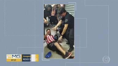 Homem resiste à prisão e é agredido por policiais em BH - De acordo com a Polícia Civil, ele foi autuado em flagrante por lesão corporal, resistência e desobediência.