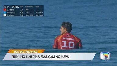 Surfistas Filipinho e Gabriel Medina avançam a primeira bateria no Havaí - Atletas do litoral estão na disputa pelo título mundial.