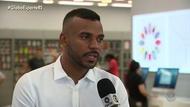 Leonardo Gomes se recupera de uma cirurgia no joelho e volta a treinar somente em maio - Assista ao vídeo.