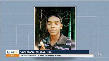 Jovem é morto a tiros enquanto jogava no celular em Itabuna, sul do estado - O crime foi na noite de terça-feira (10), no bairro de Conceição.
