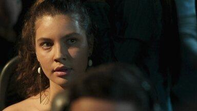 Rita encontra Leila no ônibus - Rita relembra início do namoro com Felipe