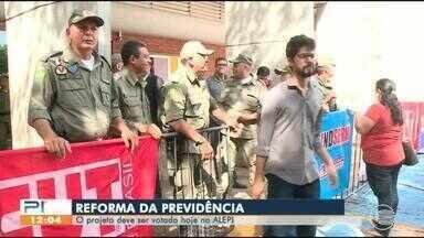 Tumulto marca audiência que discute proposta de reforma da previdência do Piauí - Tumulto marca audiência que discute proposta de reforma da previdência do Piauí