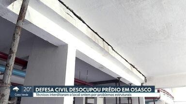 Defesa Civil desocupa prédios em Osasco por risco de desabamento - Técnicos interditaram o condomínio devido às rachaduras e a outros problemas estruturais.