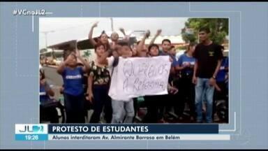 Estudantes da escola Cordeiro de Farias protestam na av. Almirante Barroso, em Belém - Estudantes da escola Cordeiro de Farias protestam na av. Almirante Barroso, em Belém