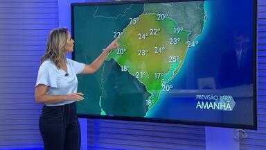 Quinta-feira tem chance de chuva em todas as regiões, mas temperaturas seguem no RS - Fente fria pode trazer ventos fortes para o estado.