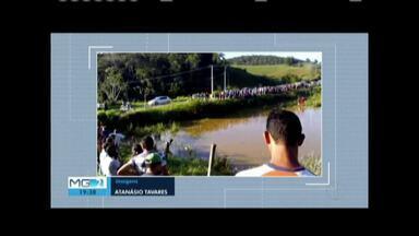 Três pessoas morrem em acidente na BR-259, no Distrito de Goiabal - Carro em que as vítimas estavam foi parar dentro de um lagoa.