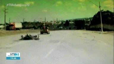 Câmera flagra motorista derrubando motociclista na TO-050 e fugindo em Palmas - Câmera flagra motorista derrubando motociclista na TO-050 e fugindo em Palmas