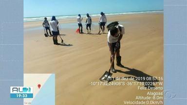 Manchas de óleo são encontradas durante escavações de areia em Japaratinga, AL - Em outras cidades do litoral alagoano, pequenas manchas ainda são encontradas nas praias.