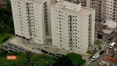 Defesa Civil retira moradores de prédios em Osasco, SP - As duas torres de apartamentos apresentavam problemas estruturais.