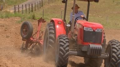 Cresce uso de tratores na zona rural - Uso de máquinas reflete diretamente no aumento da produtividade.