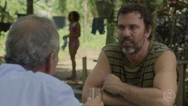 Padre Paulo pede para Elias ajudar a salvar Gabriela - Elias demonstra que quer uma quantia em dinheiro para salvar a filha