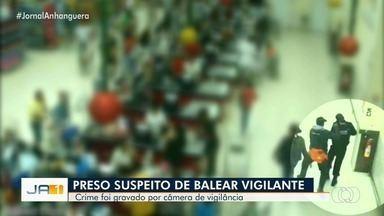 Preso suspeito de roubar arma e balear vigilante de supermercado, em Aparecida de Goiânia - De acordo com o tenente do Giro, homem confessou o crime ao ser preso. Na casa dele, polícia encontrou itens usados na ação.