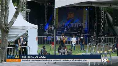 Curitiba Jazz Festival reúne bandas e fãs do ritmo na Praça Afonso Botelho - Shows são gratuitos e vão até domingo, em frente a Arena da Baixada.