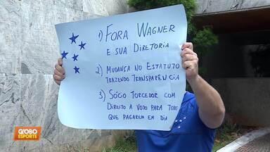 Semana que começou com rebaixamento do Cruzeiro terminou com manifestação da torcida - Semana que começou com rebaixamento do Cruzeiro terminou com manifestação da torcida
