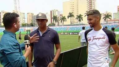 Robston e Jorginho marcam presença na final da Taça das Favelas - Nomes importantes do futebol goiano dão apoio para garotada no Estádio Olímpico.