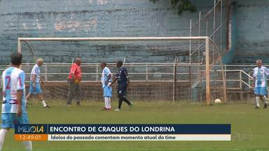 Ídolos do passado comentam momento atual do Londrina - Ex-jogadores se reuniram e bateram uma bola no estádio do VGD.