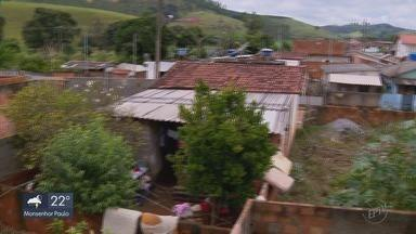 Moradores de Carmo de Minas e Pouso Alegre contam prejuízos após forte chuva - Cerca de 120 pessoas tiveram que deixar as casas em Carmo de Minas.