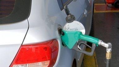 Motoristas reclamam de alta dos preços de combustíveis em Araçatuba  - O índice de inflação do mês de novembro, divulgado na sexta-feira passada, não tinha como um dos principais responsáveis pelo aumento de 0,51% nos preços dos combustíveis, mas que eles foram reajustados nas últimas semanas, foram. Em Araçatuba (SP), não tem quem não reclame.