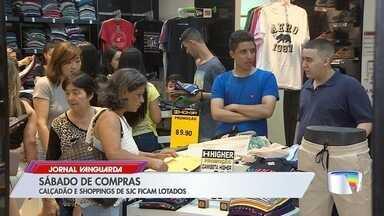 Shoppings e centro ficaram lotados para compras de Natal - Repórter Lucas Rangel foi conferir o movimento em São José.