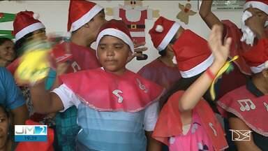 Crianças e jovens autistas têm festa de Natal em São Luís - Eles são atendidos pelo Centro de Equoterapia da Polícia Militar e tiveram neste sábado (14) uma festa especial.