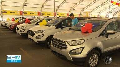 Feirão de carros atrai público interessado na compra à prazo devido queda de taxa de juros - O setor de venda de veículos termina o ano de 2019 com bons resultados.
