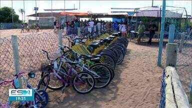 Bicicletas arrecadadas em ação são entregues em Linhares, ES - Ação aconteceu neste sábado (14).
