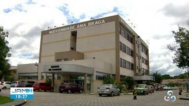 Pacientes reclamam de superlotação em maternidade de Manaus; grávidas ocupam cadeiras - Pacientes reclamam de superlotação em maternidade de Manaus; grávidas ocupam cadeiras em corredor