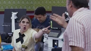 Funcionários carentes de supermercado - Esperando a terapia entrar em oferta