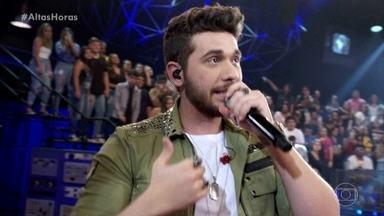 Gustavo Mioto canta sucesso 'Solteiro não trai' - Cantor empolga plateia com seu hit