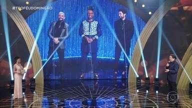 Faustão conversa com Kaysar Dadour, Orlando Caldeira e Rafael Queiroz - Os três são indicados ao troféu de ator revelação