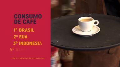 A alma do negócio – Clientela busca personalização de blend de café - O mercado de cafés especiais já vive o que os especialistas chamam de quarta onda. Além da experiência, ele quer exclusividade. Em uma loja de São Paulo, o cliente cria seu próprio blend por meio de um aplicativo.