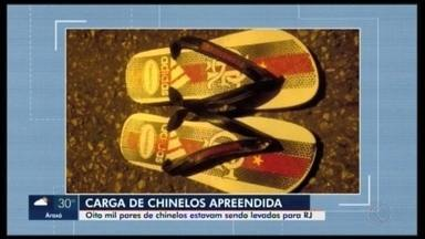 Carga de chinelos falsificados é apreendida em caminhão que saiu de Nova Serrana - O material foi identificado pela PRF em Juiz de Fora (MG) e seguia com destino à cidade de Nova Iguaçu (RJ).
