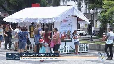 Comerciantes comentam expectativas de vendas às vésperas das festas de fim de ano - Comerciantes do Centro de Santos explicam o movimento a uma semana antes do Natal.