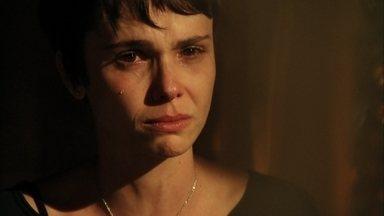 Nina afirma para Lucinda que Jorginho vai descobrir sozinho quem é sua mãe biológica - Nina confronta a catadora de lixo sobre o segredo que ela ajuda Carminha a guardar