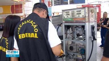 Procon realiza fiscalização em postos de combustível de Aracaju - Procon realiza fiscalização em postos de combustível de Aracaju.