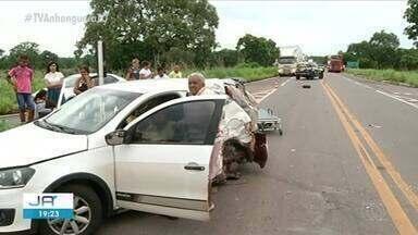 Três pessoas da mesma família ficam feridas após batida com ônibus em rodovia - Três pessoas da mesma família ficam feridas após batida com ônibus em rodovia